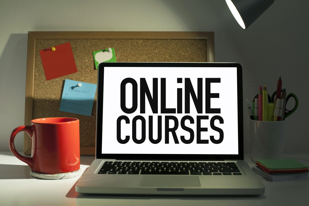 online courses on the laptop